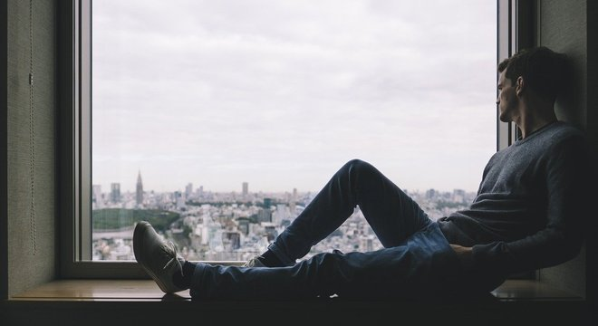 A sensação de solidão pode se ampliar com a quarentena, mas há formas de combater isso