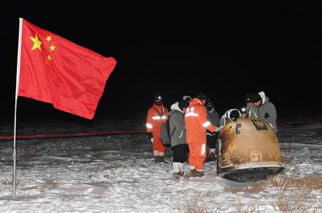 Sonda chinesa volta à Terra com amostras lunares