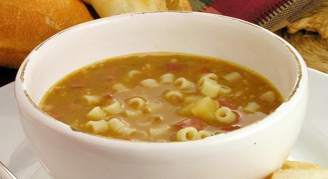 sopa de feião simples