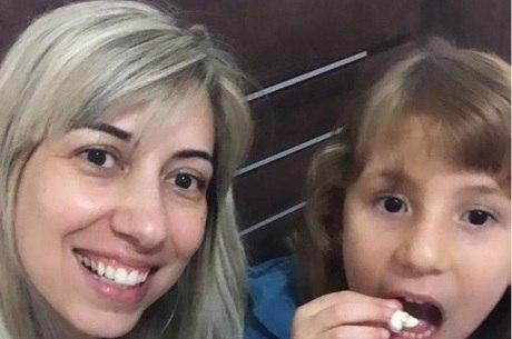 Soraia se diverte com a filha Manuela