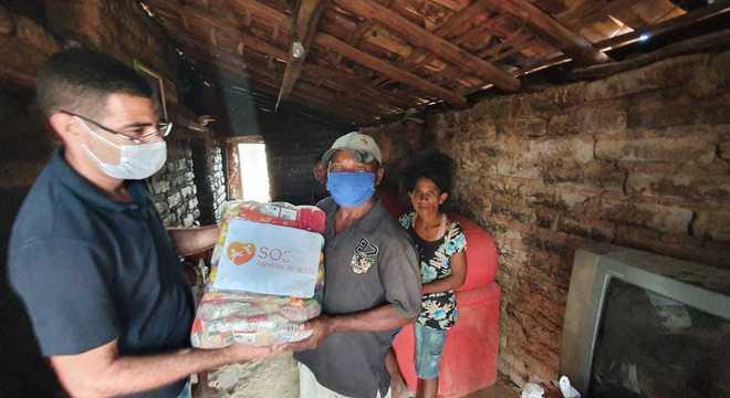 As doações podem ser feitas através de um QR Code que será disponibilizado na tela ou no site da campanha sosfamiliasdosertao.org