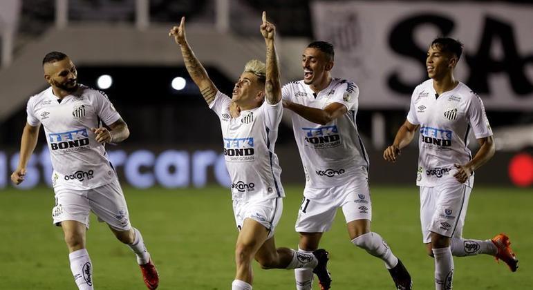 Em grande jogo, Soteldo fez golaço e conduziu vitória do Santos