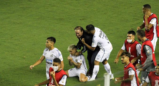 Cuca é o cérebro da chegada do Santos à final da Libertadores. Seu time massacrou o Boca