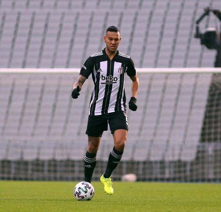 SOUZA - Com passagens por Vasco, Grêmio e São Paulo, o volante Souza veste a camisa do Besiktas, da Turquia, atualmente. O brasileiro tem 32 anos e seu contrato com o clube se encerra em junho de 2022.