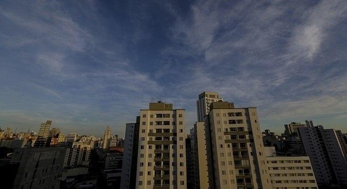 Ventos fortes atingem pontos da capital e região metropolitana, ao fim da tarde