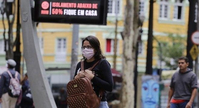 Projeções levam em conta para quantas pessoas um infectado transmite o vírus