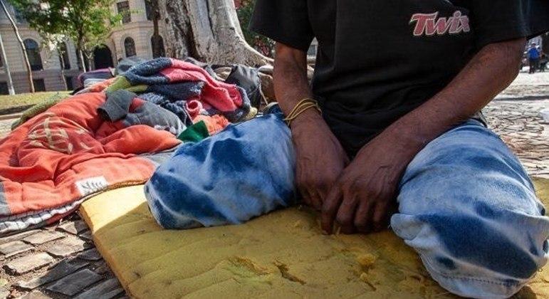 Prefeitura vai distribuir absorventes para mulheres em situação de rua