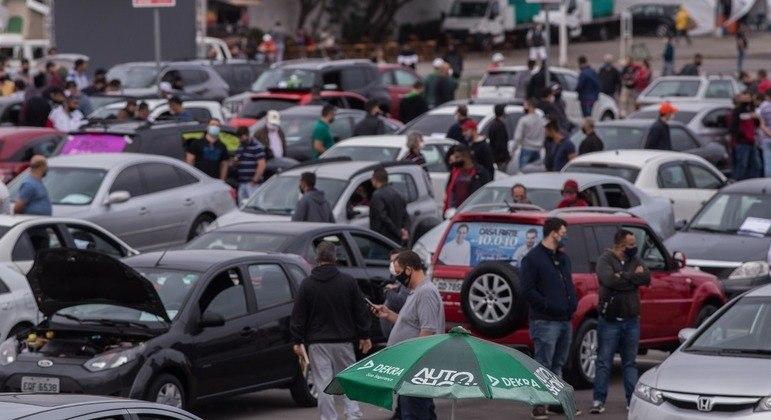 Carros dispostos no local também são anunciados nas redes sociais e no site de classificados do AutoShow