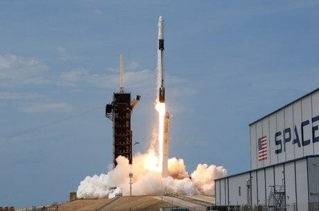 Clima adia lançamento de primeira missão da SpaceX