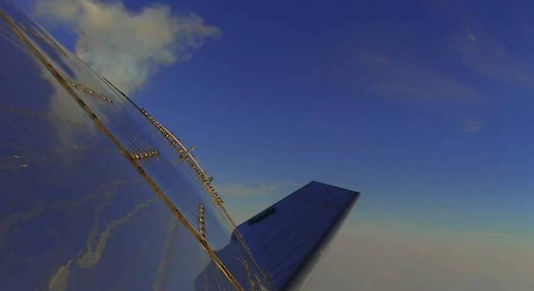 Protótipo do foguete Starship chegou a 10 km de altitude, mas explodiu ao retornar ao solo