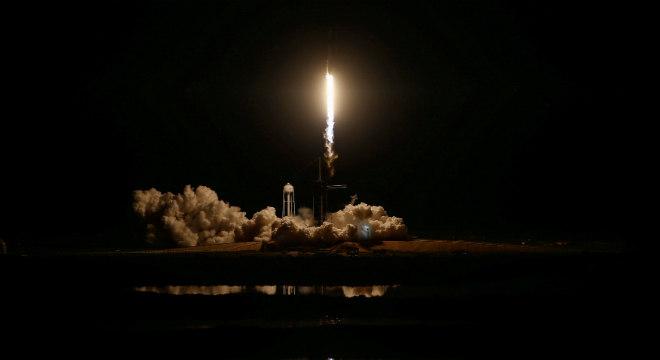 Lançamento do foguete Falcon 9, desenvolvido pela SpaceX