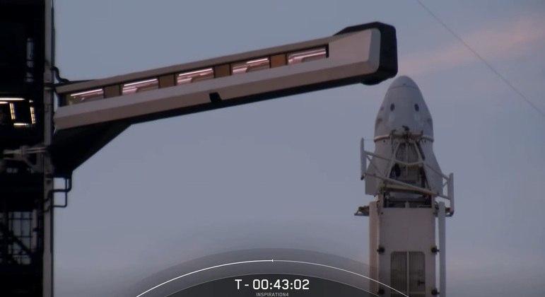 Braço de embarque foi desacoplado da Dragon cerca de 40 min antes do lançamento
