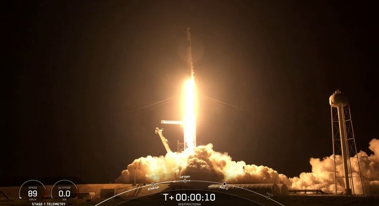 O lançamento aconteceu pouco após às 21h, no Centro Espacial Kennedy, na Flórida
