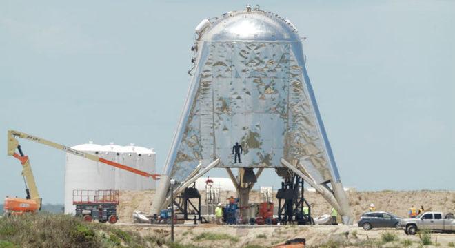 Veículo espacial da SpaceX realiza com sucesso o teste do foguete