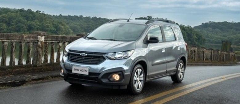 Chevrolet Spin Activ: mudanças na grade, para-choque, rack e emblema com a gravatinha preta