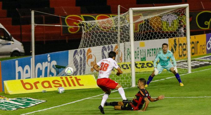 Sport e Bragantino tiveram dificuldades contra as defesas na Ilha do Retiro