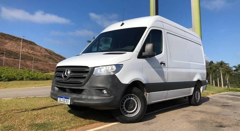 A Mercedes-Benz Sprinter, oferecida nas configurações van, furgão e chassi, soma 8 opções