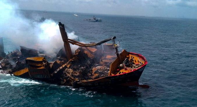 Cargueiro cheio de combustível no Sri Lanka está parcialmente submerso