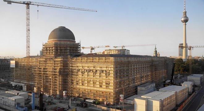 Experiência europeia em recuperação de museus e prédios históricos destruídos durante 2ª Guerra, como Stadtschloss (acima), pode ser útil para o futuro do Museu Nacional brasileiro