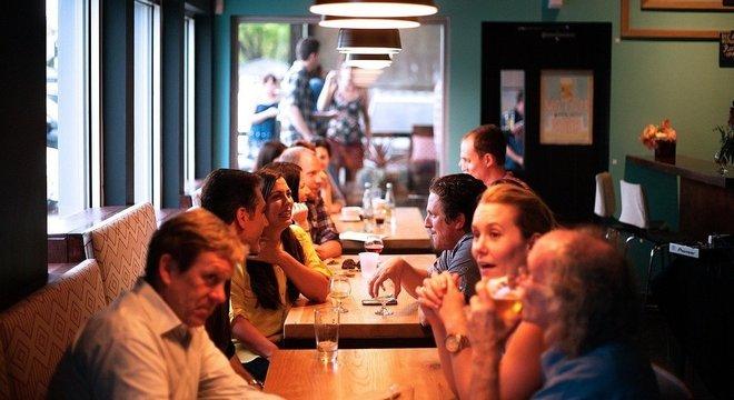 Stanford e CDC apontam restaurantes como maiores locais de contágio