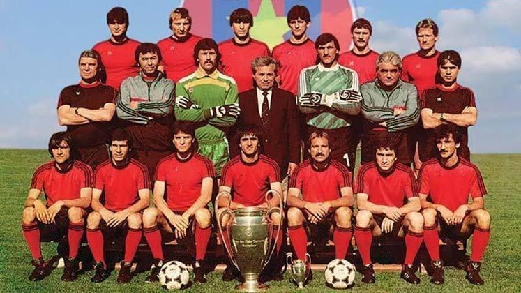 Steaua Bucareste - 1 título (1985–86).