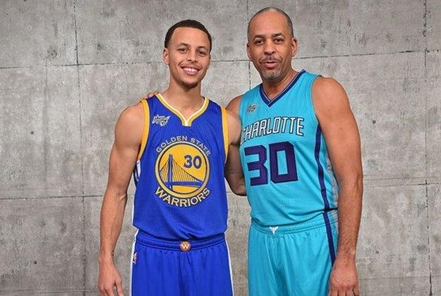 Stephen Curry - Um dos maiores nomes da NBA na atualidade, o jogador do Golden State Warriors despertou o amor pelas quadras através de seu pai Dell Curry, que foi um dos grandes astros e jogou pelo Charlotte Hornets. Além, Stephen, seu irmão Seth Curry, também atua na liga norte-americana