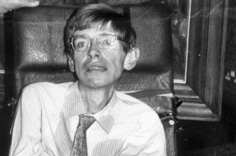 Hawking defendia que o universo era regido por leis estabelecidas