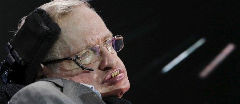 O físico britânico Stephen Hawking era portador da ELA