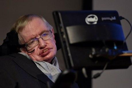 Hawking só conseguia mexer o músculo da bochecha