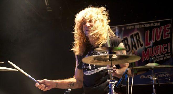 Steven Adler diz que demissão do Guns N' Roses o levou de volta às drogas