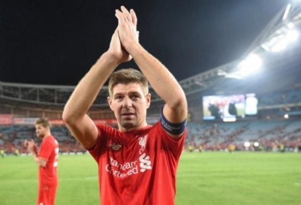 Steven Gerrard: Escolhido pelo voto popular para entrar no Hall da Fama. Clube na Premier League - Liverpool. Posição - Meia