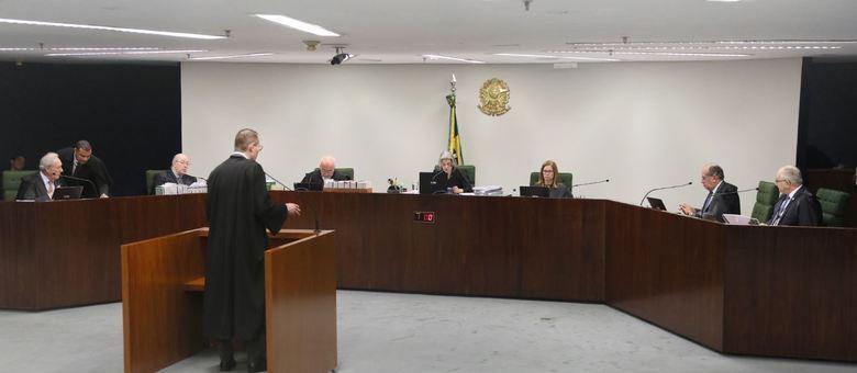 O advogado de Lula, Cristiano Zanin, faz manifestação oral na sessão do STF