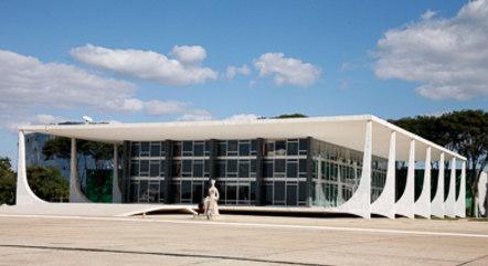 O Supremo Tribunal Federal é a mais alta instância do poder judiciário brasileiro