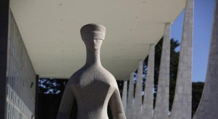 Na imagem, estátua da Justiça em frente ao STF