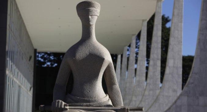 Estátua da Justiça em frente ao prédio do Supremo Tribunal Federal