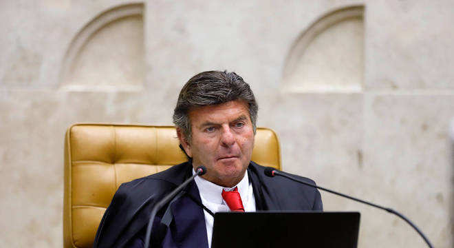 Ministro Luiz Fux preside sessão em que ações sobre vacina são julgadas