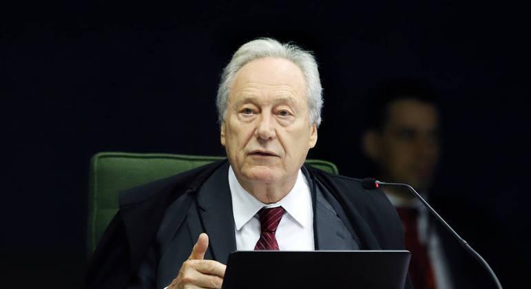 Ministro Ricardo Lewandowski durante sessão da 2ª Turma