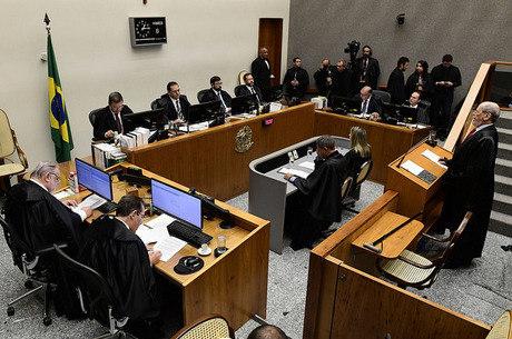 Turma do STJ analisa pedido da defesa de Lula
