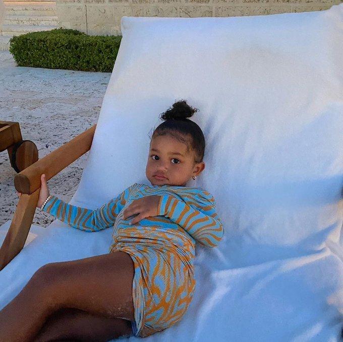 Filha de Kylie Jenner Stormi viraliza ao ser apelidada Tor - Fotos - R7  Filhos