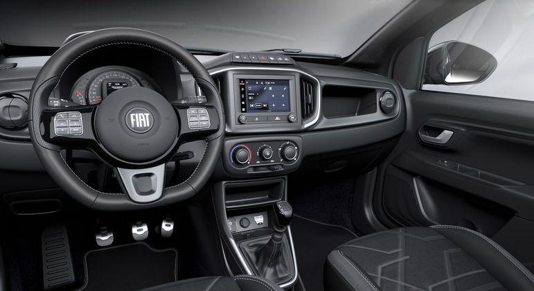 A cabine apesar de não ser grande, traz todos os novos elementos da Fiat, como a nova central multimídia