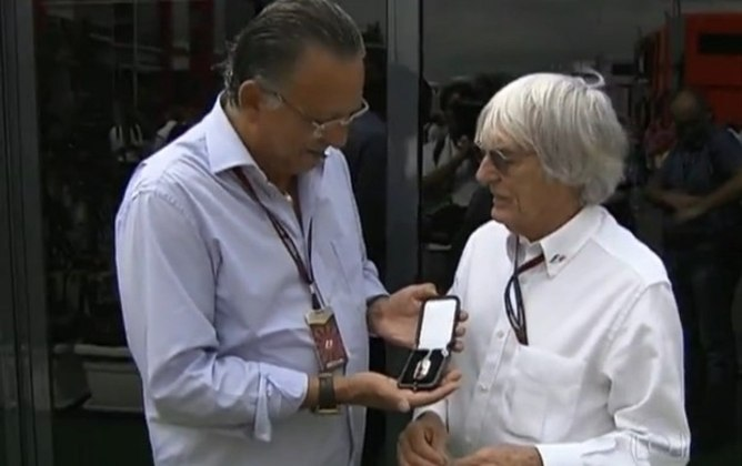 Sua história é tão impressionante que em 2013 atingiu a marca de 500 GPs de Fórmula 1 no currículo. Com isso, ganhou homenagem da categoria e ganhou medalha das mãos de Bernie Ecclestone