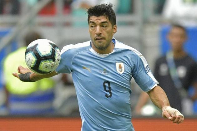 A rodada das Eliminatórias não foi boa para o Uruguai, que acabou derrotado pelo Equador por 4 a 2. Para Suárez, autor dos gols celestes, no entanto, foi dia para se tornar o maior artilheiro da história das Eliminatórias de forma isolada. O atacante chegou a 24 tentos em 46 atuações e deixou para trás o argentino Lionel Messi, seu ex-companheiro de Barcelona, que passou em branco no triunfo da sua seleção sobre a Bolívia, por 2 a 1. Confira o ranking de goleadores históricos na galeria!