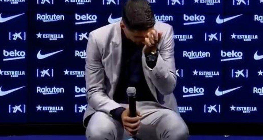 Suárez despachado do Barcelona. Ele chorou muito na sua despedida do clube