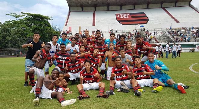 Os meninos do sub-15 do Flamengo. Vidas foram ceifadas pelo incêndio