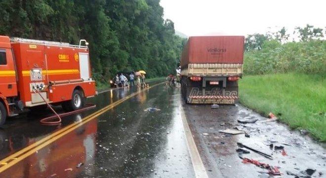 Subiu para quatro o número de mortos em acidente na BR 386 Crédito: PRF / Divulgação / CP