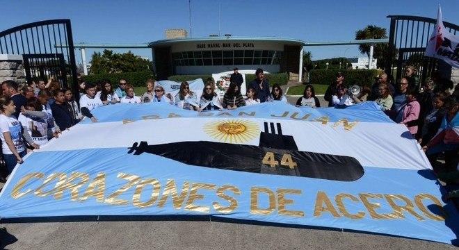 Familiares dos 44 tripulantes do ARA San Juan querem o resgate do submarino