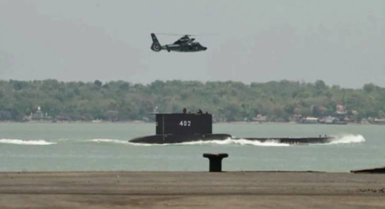 Mais de 400 pessoas, além de cinco navios e um helicóptero estão participando do resgate
