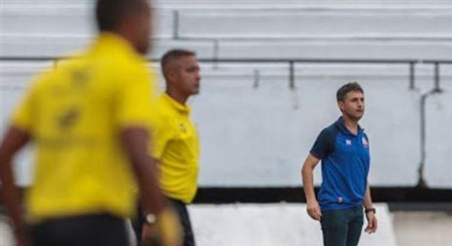 Substituindo o treinador Gilmar Dal Pozzo, Luciano Borges ainda fez questão de reconhecer superioridade coral