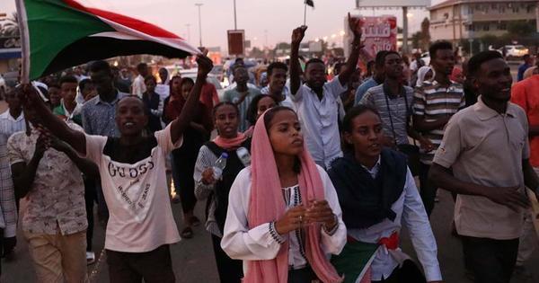 Militares e civis fecham acordo para transição de poder no Sudão