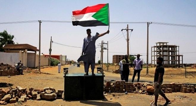Acampamento reunia manifestantes em Cartum, capital do Sudão